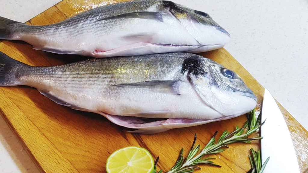 Рыба дорадо на гриле